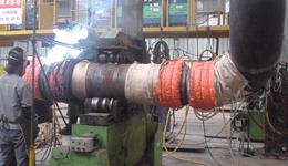 배관의 용접과 예열처리 작업 모습
